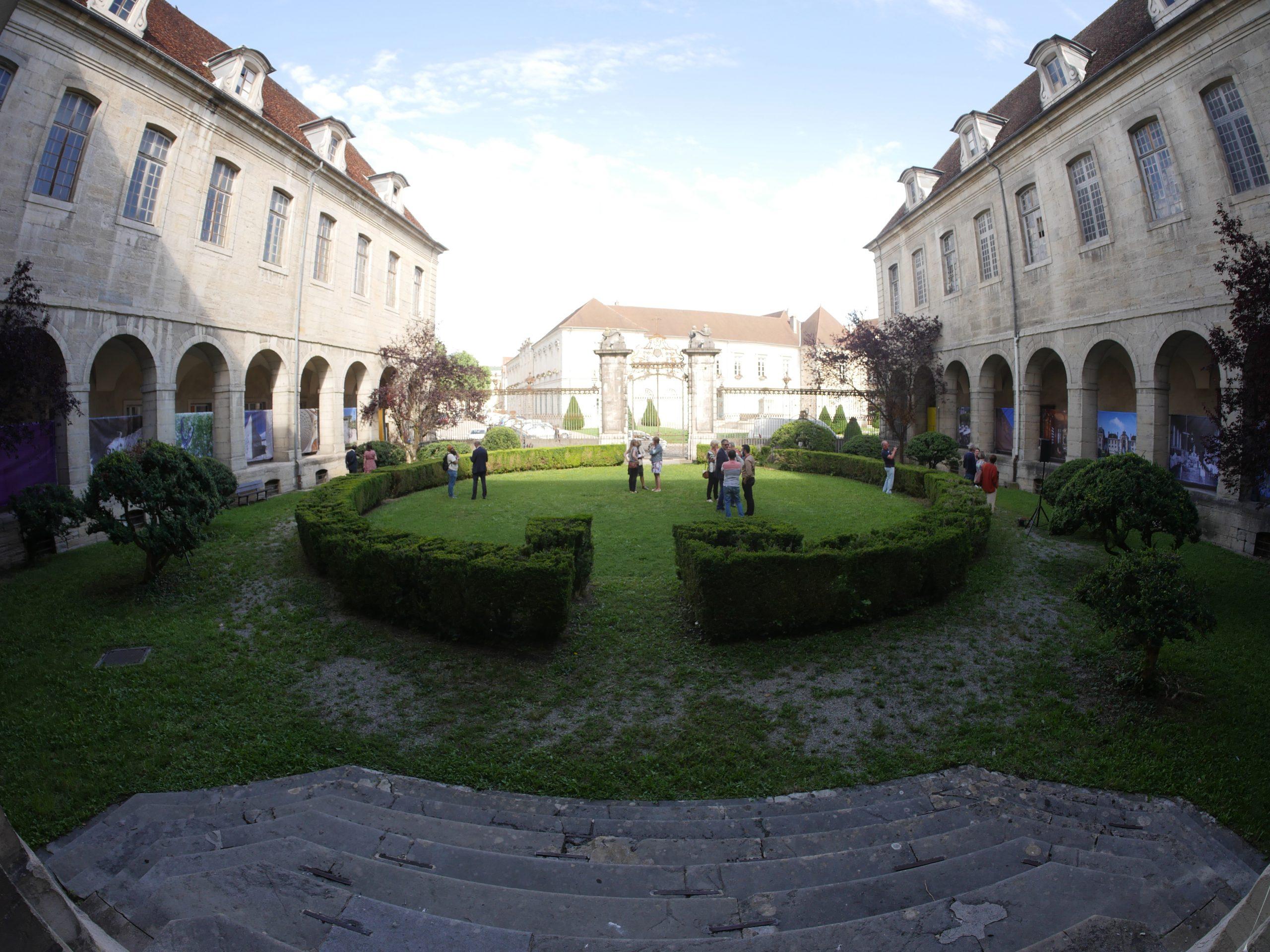 jardin cloître hôtel-dieu